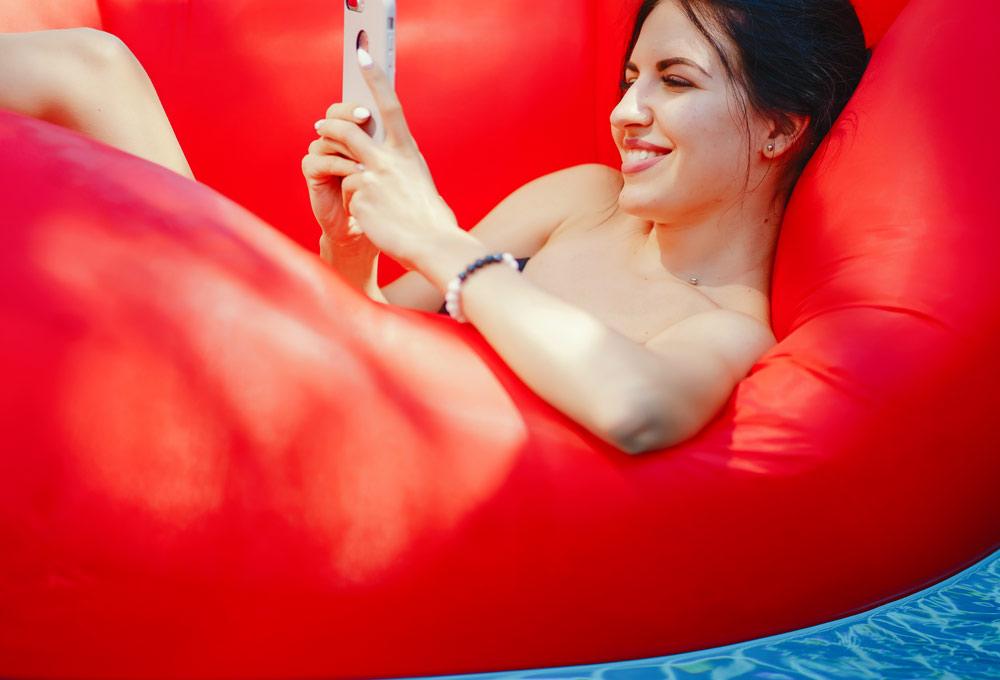 usar-el-telefono-movil-compulsivamente-con-la-familia-y-de-vacaciones