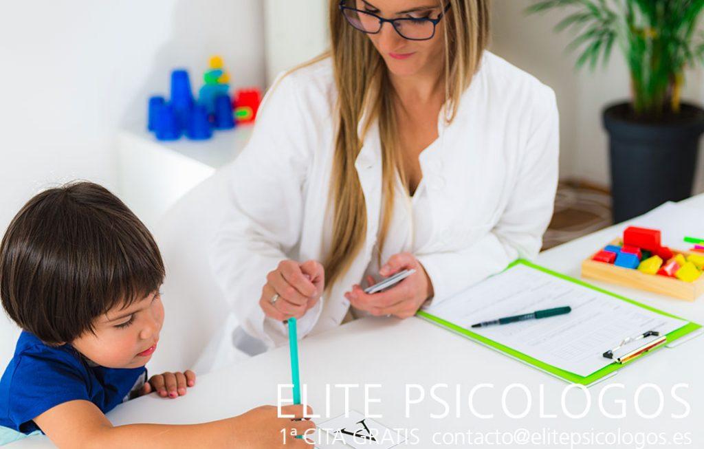 Sesión de terapia infantil psicológica